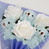 くま束(チビ束):スプラッシュ(白色のバラの造花3本付き)の写真