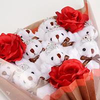 くま束(くまブーケ)スタンダード:プリマドンナ(赤色のバラの造花3本付き)の写真