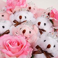 くま束(くまブーケ)スタンダード:プラチナプリンセス(ピンク色のバラの造花3本付き)の写真